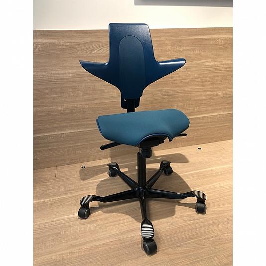 HÅG-Capisco-Puls-8020-Petrol-outlet-ergonomio1